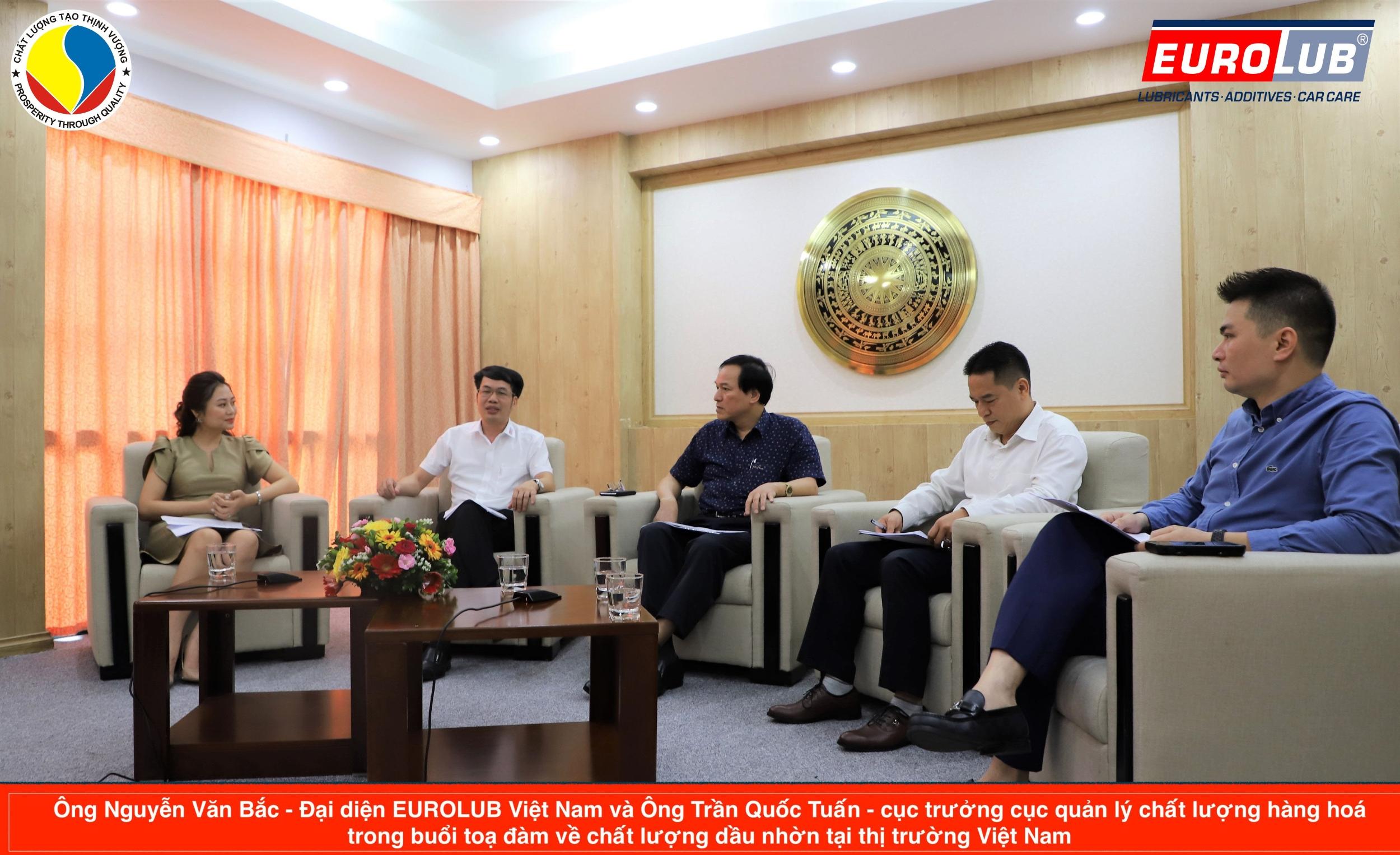 Đại diện EUROLUB Việt Nam toạ đàm về chất lượng dầu nhờn cùng ông TRẦN QUỐC TUẤN - Cục Trưởng Cục Quản Lý Chất Lượng Hàng Hoá